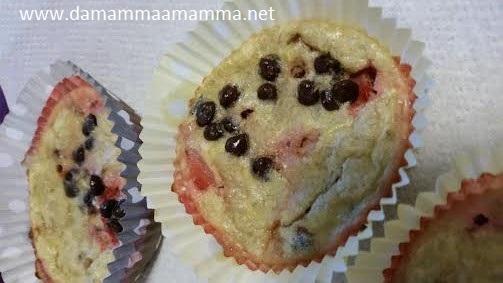 Ricetta Muffin senza farina, con banana, fragole e cioccolato - senza glutine