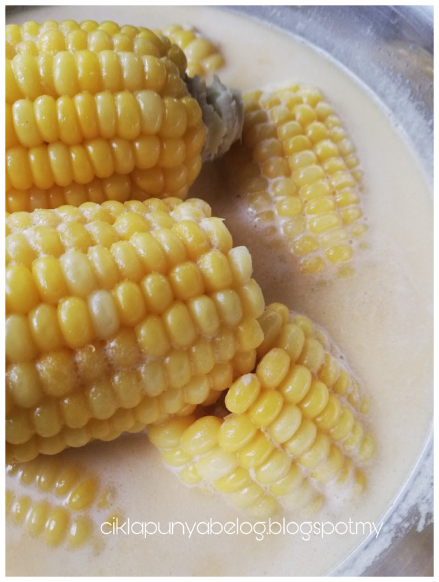 Jagung rebus susu viral yang senang dan sedap. Budak-budak mesti suka!