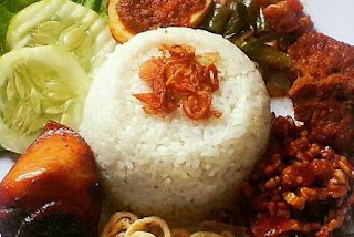 Siapa yang tidak mengenal nasi uduk ini Resep Cara Membuat Nasi Uduk Magicom Sederhana