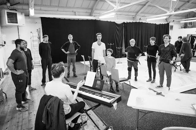 Marlowe: Edward II - in rehearsal - Sam Wanamaker Playhouse (Photo Marc Brenner)