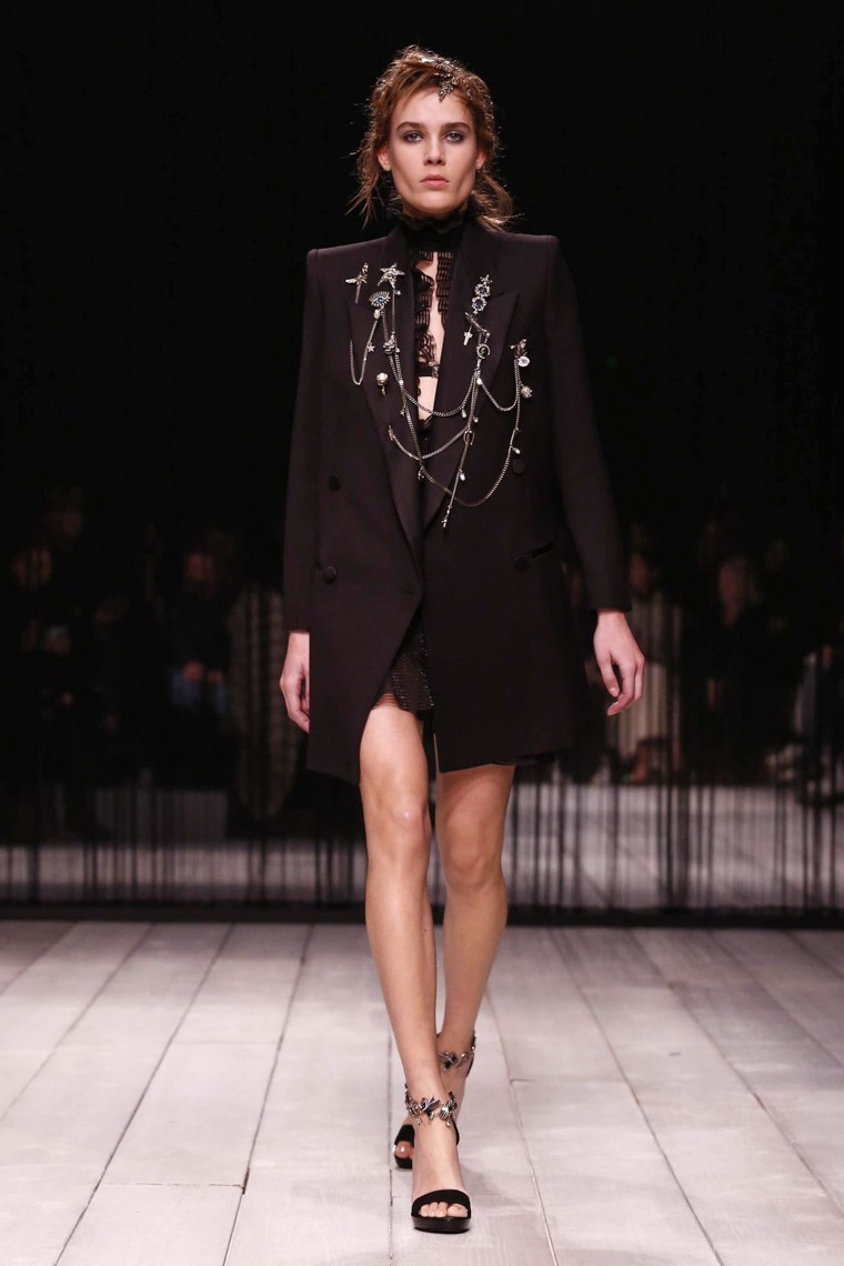 alexander-mcqueen-fall-winter-2016-2017-collection-london-fashion-week, alexander-mcqueen-fall-winter-2016-2017, alexander-mcqueen-fall-winter-2016, alexander-mcqueen-fall-winter-2017, alexander-mcqueen-fall-2016-2017, alexander-mcqueen-fall-2016, alexander-mcqueen-fall-2017, du-dessin-aux-podiums, dudessinauxpodiums
