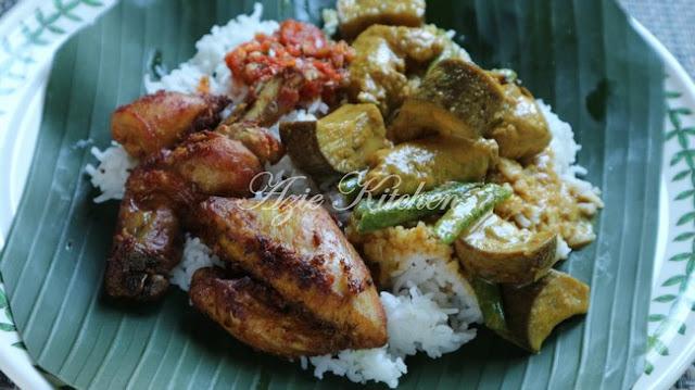 Gulai Ayam Nasi Kak Wook Yang Original