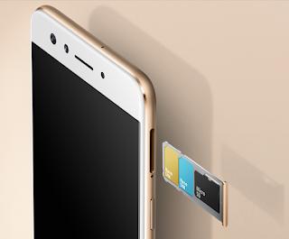 Gambar 3. Oppo F3 tersedia 2 Slot SIM dan 1 slot microSD (sumber: Oppo)