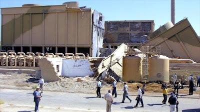 Reporteros internacionales visitan la destruida central nuclear de Tammuz.