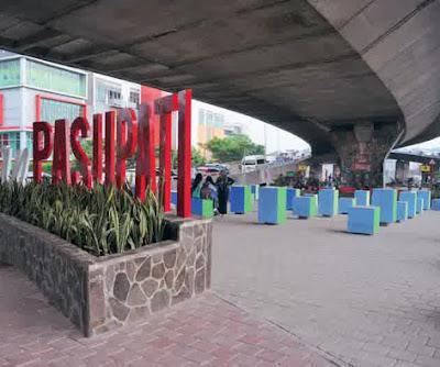 taman ini adalah taman yang terletak di bawah kolong jembatan di kota bandung