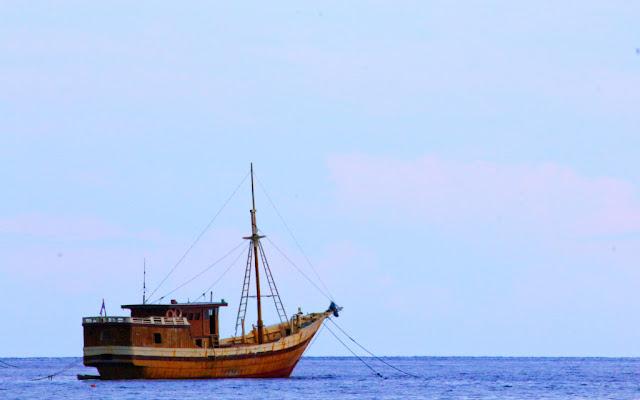 kapal phinisi di sulawesi