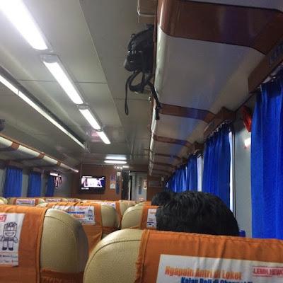 PT KAI Tiket - Suasana Kereta Tambahan