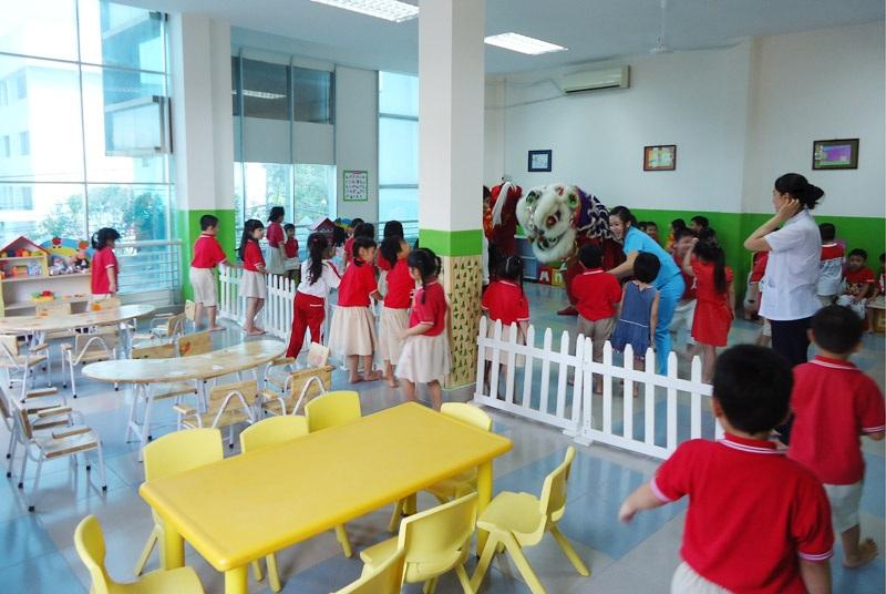 Ngoại Giao Đoàn có rất nhiều trường mầm non cho các bé.