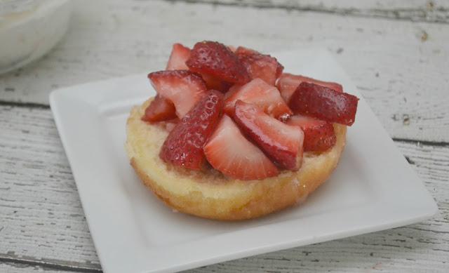 Donut Strawberry Shortcake, strawberry shortcake recipes, easy strawberry desserts, summer desserts, strawberry desserts, Strawberry shortcake with donuts, donut desserts, easy summertime dessert recipes, strawberry shortcake recipe