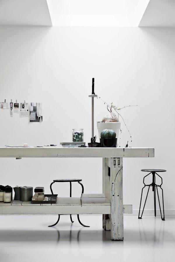 escritorio estilo nordico mesa blanca madera zona trabajo decoracion nordica alquimia deco interiorista barcelona