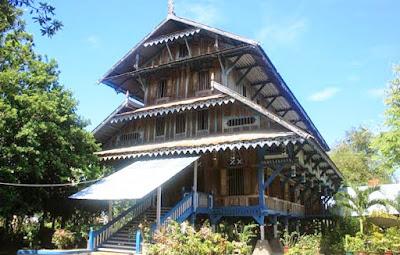 Rumah Adat Banua Tada