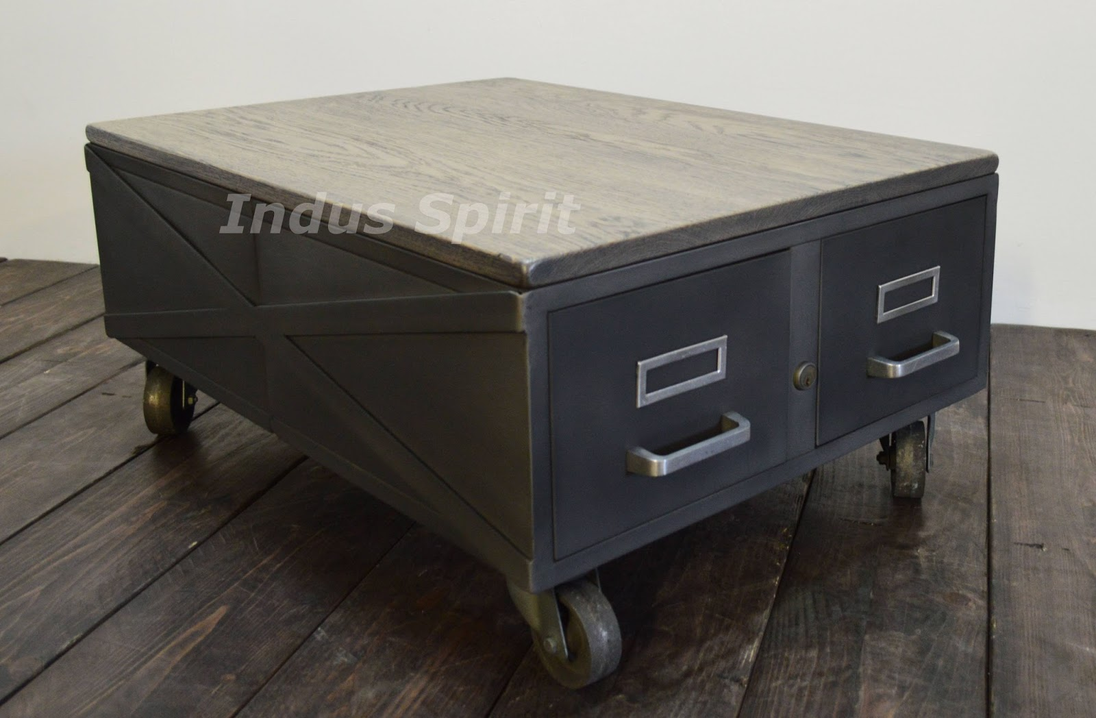table basse loft industriel. Black Bedroom Furniture Sets. Home Design Ideas