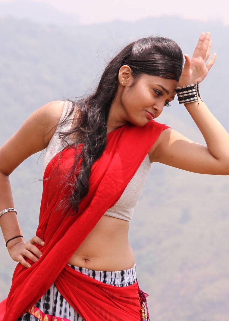 Telugu Actress Pragathi Hot Pics In Sexy Saree - Cap-2434