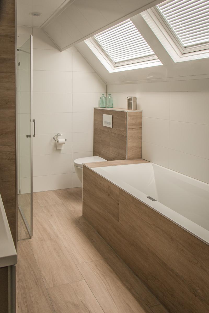 Vandenboombouw unieke badkamer met sunshower for Badkamer tegels
