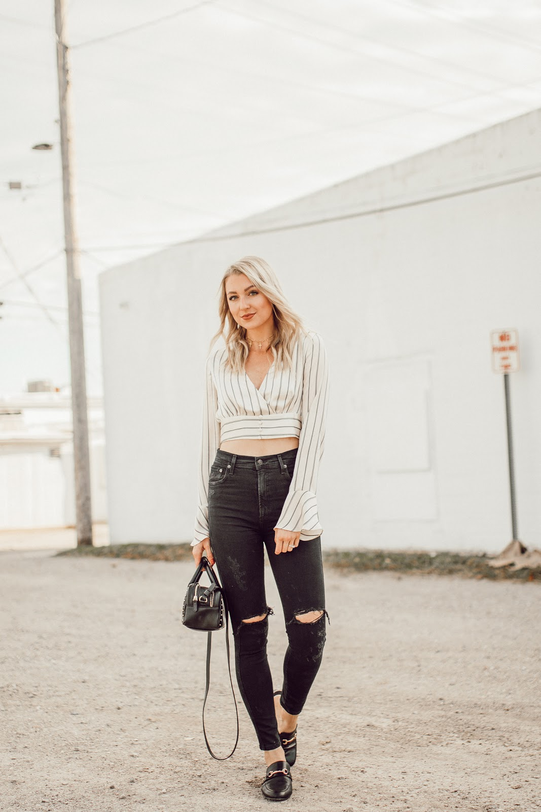 fall outfit - crop top + high-waisted jeans
