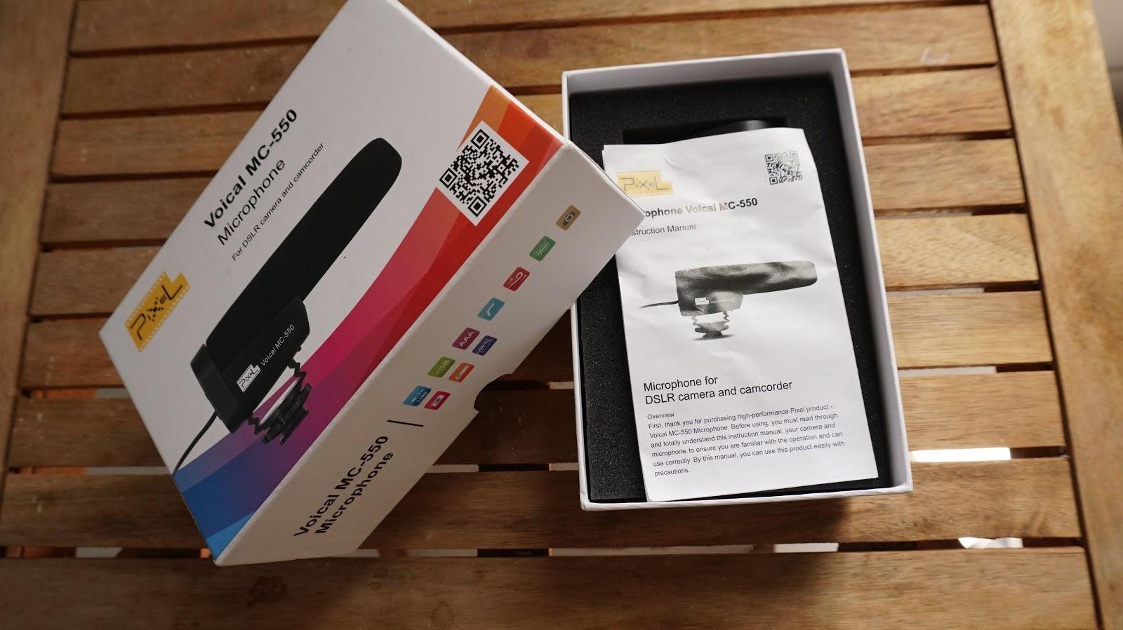 Sản phẩm mua có hộp đựng đẹp, hướng dẫn sử dụng bằng tiếng Anh và mic thu âm