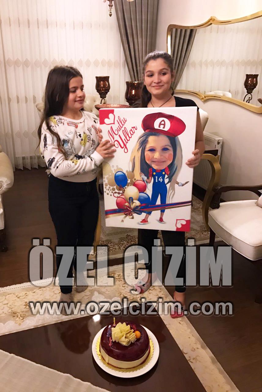 G, Grafik karikatür, H, hediye fotoğrafları, hediye ile fotoğraf, Hediye tasarım, komik fotoğraflar, MF, Müşteri Fotoğrafları, Müşteri Memnuniyeti, Süper Mario, Grafikten karikatüre, Doğum günü hediyesi