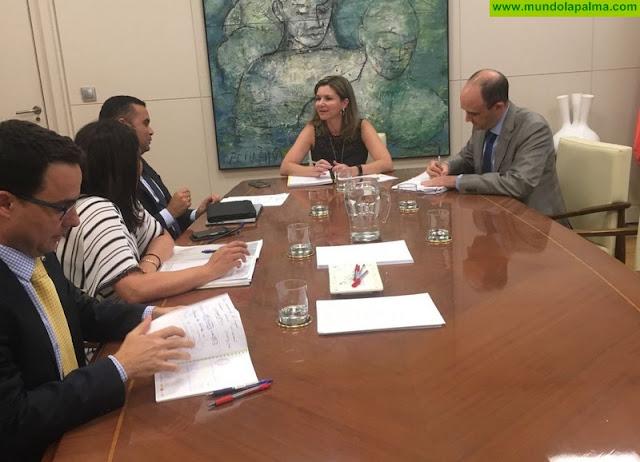Gobierno de Canarias y Asprocan se reúnen con Fomento para perfilar la fórmula de gestión de los 10 millones de euros de ayudas al transporte del plátano
