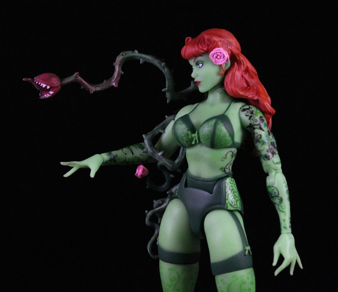 DC DESIGNER SERIES ANT LUCIA BOMBSHELLS POISON IVY PVC STATUE ACTION FIGURES TOY