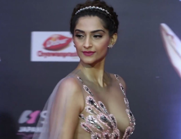Sonam kapoor hot photos at StarDust Awards 2016