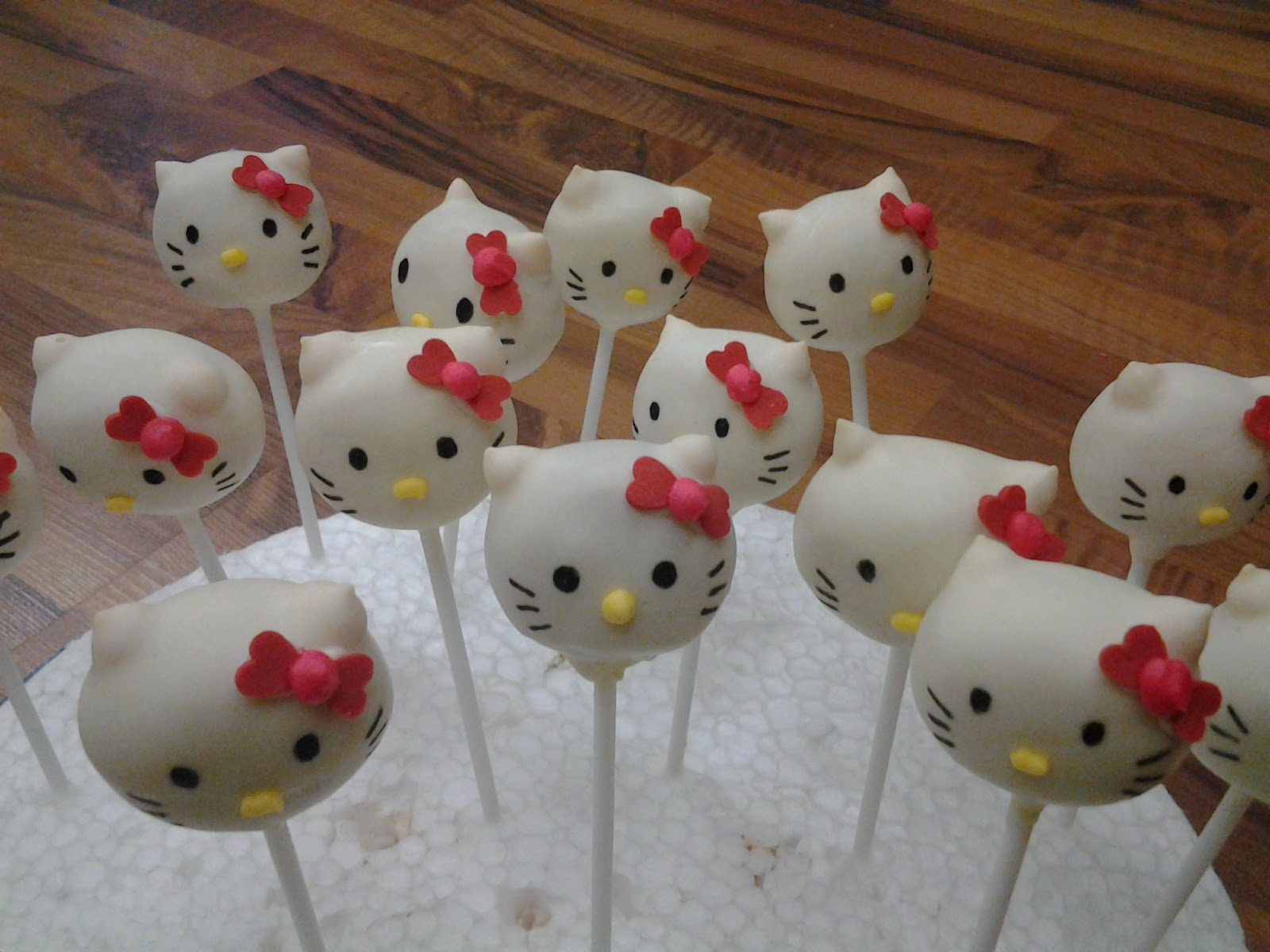 hello kitty cake pops - photo #17