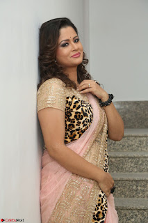 Shilpa Chakravarthy in Lovely Designer Pink Saree with Cat Print Pallu 013.JPG
