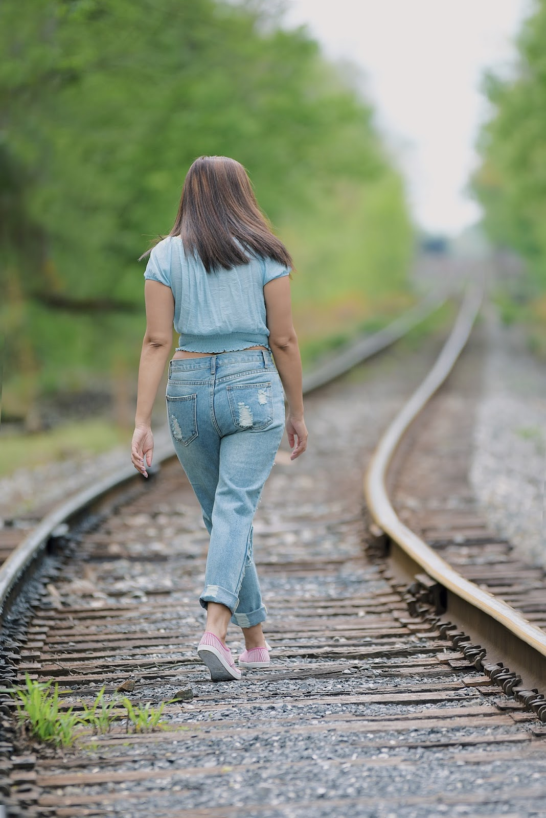 Distressed Boyfriend Jeans-look of the day-mariestilo-travelblogger-mariestilo travels-fashionblogger-it girl-armandhugon-shein-boyfriend jeans-walmart shoes-moda el salvador-content creator
