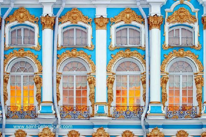 Detalle de fachada decorada del palacio de Catalina de Rusia