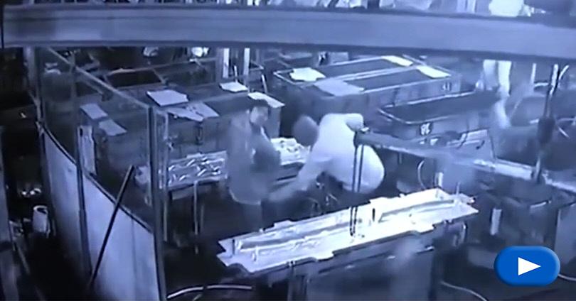 Θανατηφόρα Φάρσα σε Υπάλληλο Εργοστασίου στην Ινδία