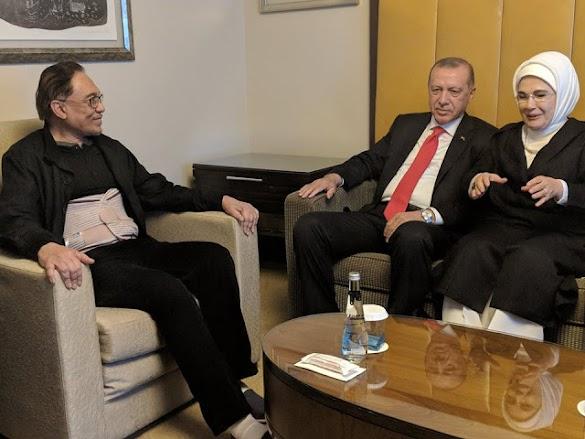 Anwar Ibrahim Mendapat Perawatan Operasi Tulang Belakang di Turki