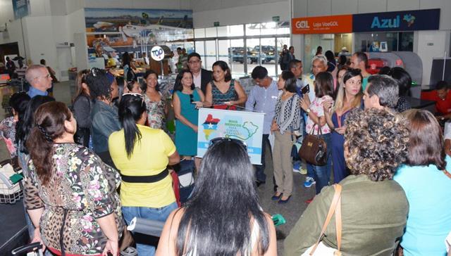 Recepção aos médicos cubanos no aeroporto Cunha Machado