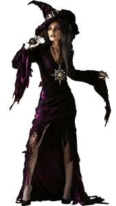 Foto de mujer con disfraz de bruja color morado para Halloween
