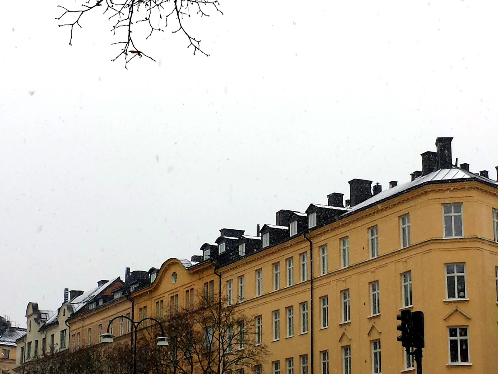 Snowfall in Vasastan, Stockholm  |  The first snowfall on afeathery*nest  |  http://afeatherynest.com