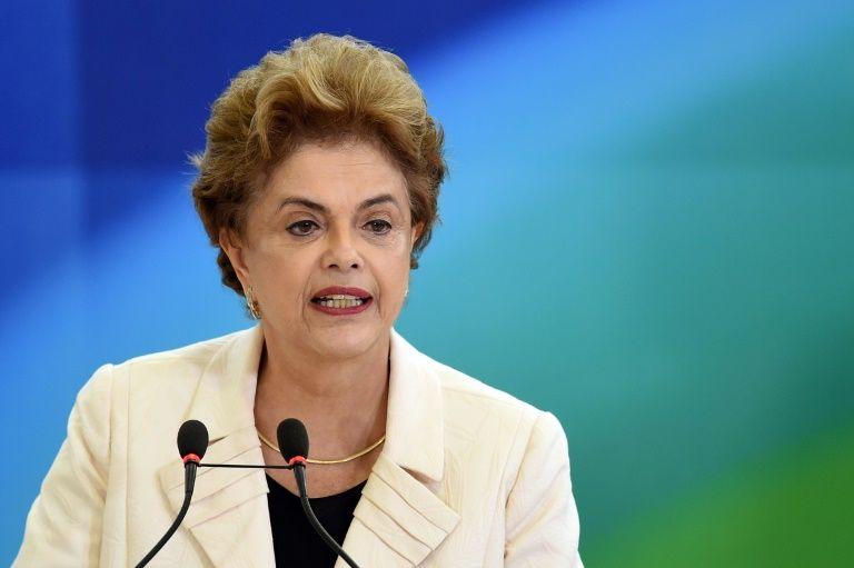 Dilma aproveita Parada LGBT para alerta que ministro de Temer quer o fim do nome social