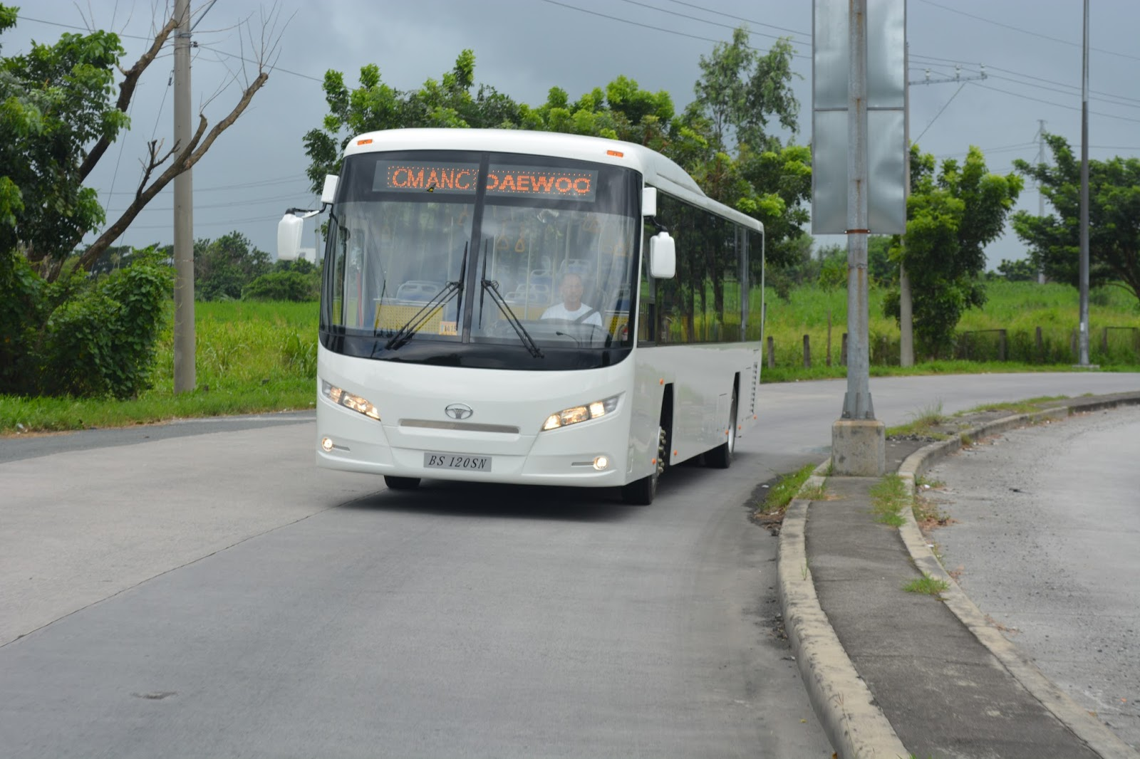 hight resolution of the new daewoo bs120sn low floor bus