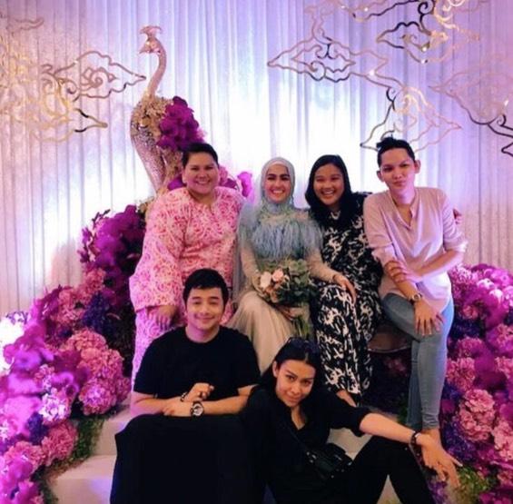 Gelagat Lucu Sharifah Sakinah Di Majlis Pertunangan Elfira Loy