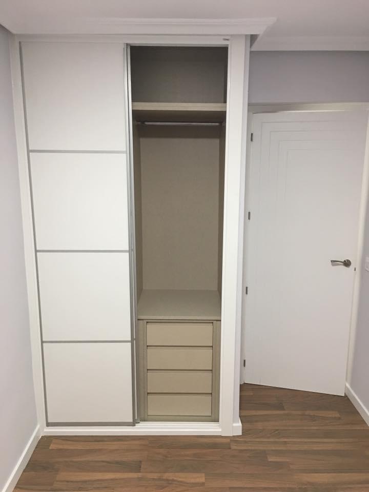 Karpinteria puertas armarios y tarimas interiores de - Cajoneras armarios empotrados ...