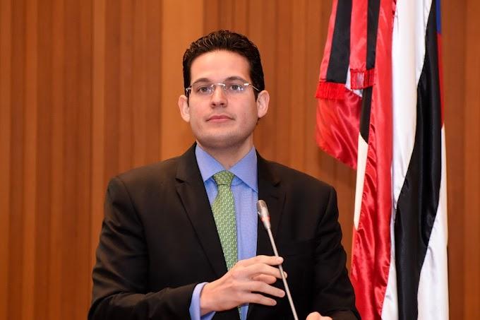 Deputado Alexandre Almeida cobra tratamento igualitário do Governo do Estado