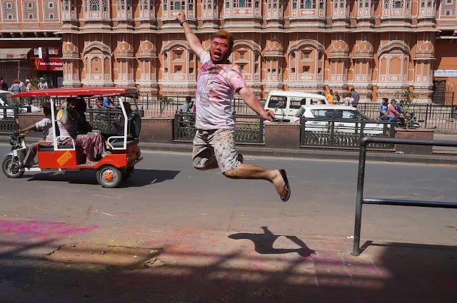 Lompat ceria di Hawa Mahal, Jaipur