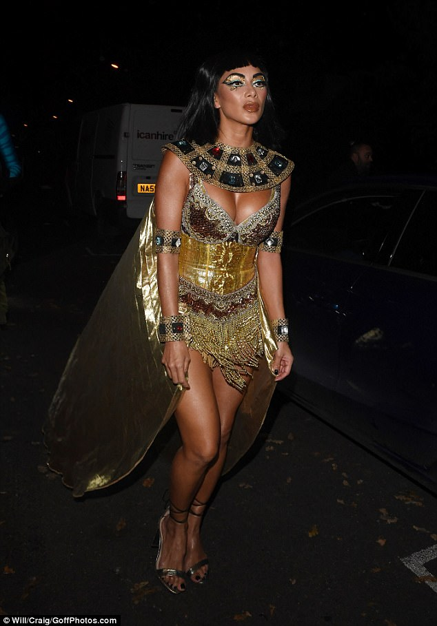 Singer Nicole Scherzinger, 39, showed off her amazing figure as Cleopatra for Jonathan Ross' Halloween bash on Tuesday night