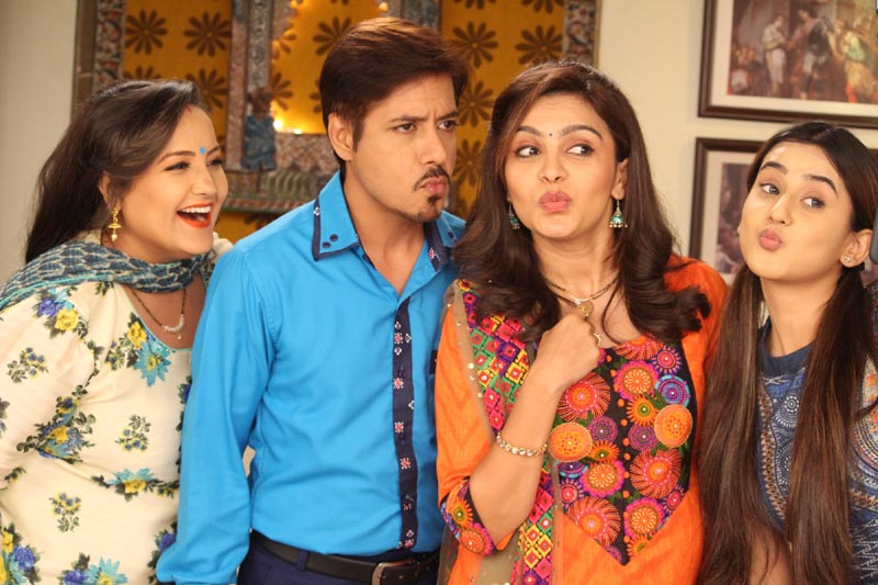 Swati Shah as Neetu Tandon, Amit Mistry as Parimal and Ami Trivedi as Rupal in the show Saath Phero Ki Hera Pherie