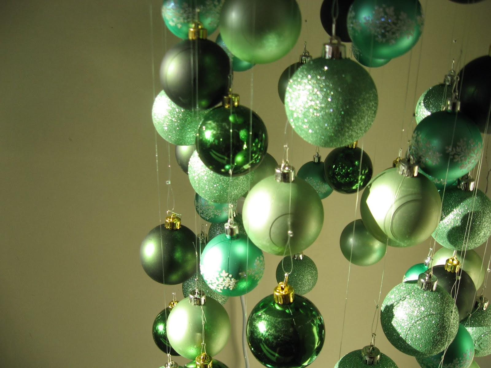 Chloe Tells Tales: Bauble Christmas Tree 2013