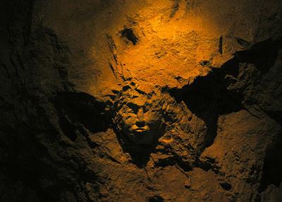Rostro tallado, cuevas del castillo de Bellver