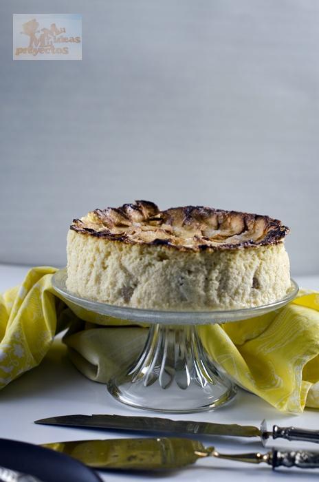 foto tarta completa de manzana y queso