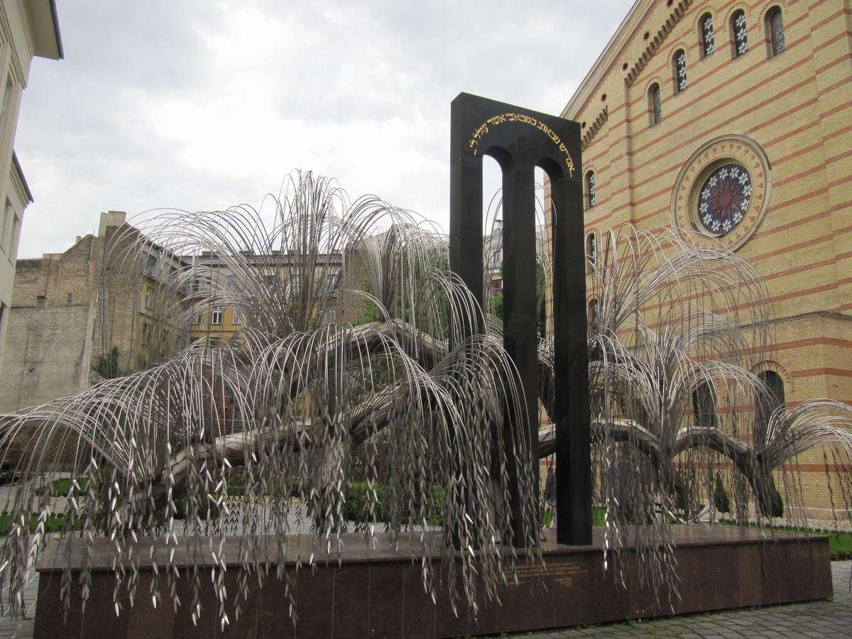 arbol de la vida de Budapest, gueto budapest, conmemoracion victimas del holocausto, homenajes, monumentos funerarios, shoah
