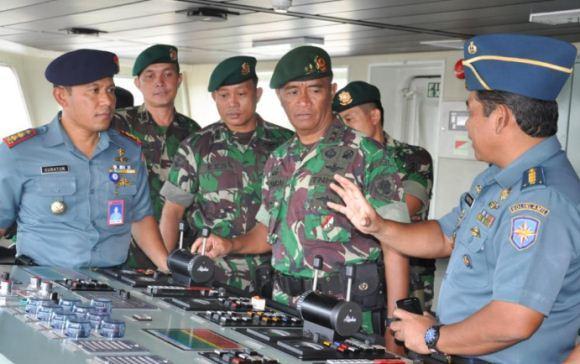 KRI Banda Aceh-593 Angkut Pasukan ke Perbatasan Papua Nugini