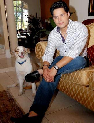 Foto de Rey Ruiz en su hogar