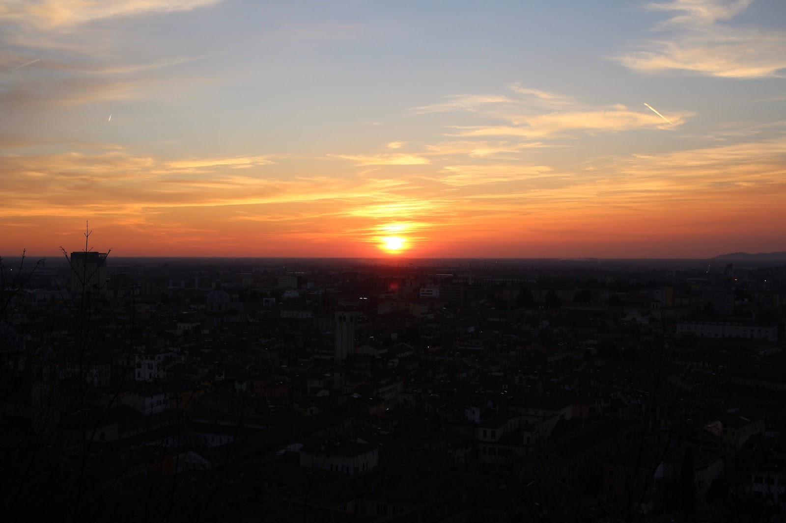 peexo travel blogger italy sunset brescia
