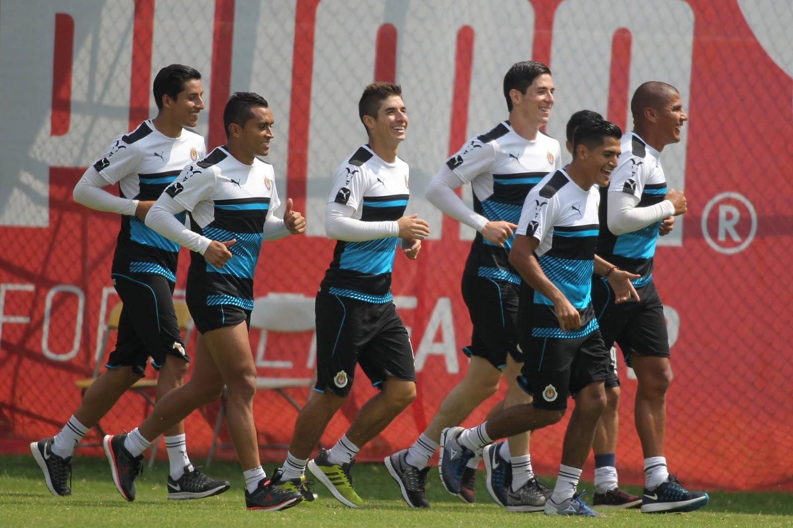 Chivas se prepara para enfrentar a Cruz Azul este sábado por la noche.