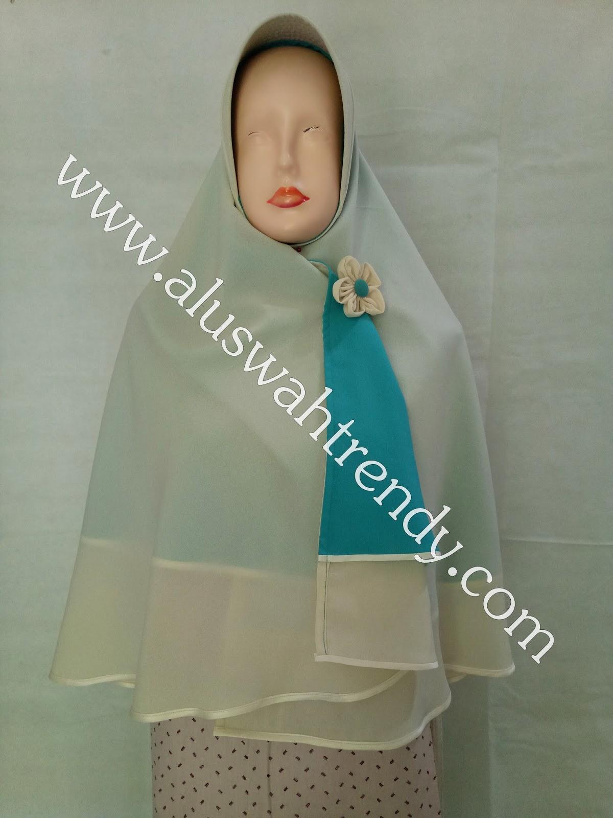 Jilbab Khimar Bolak Balik Dua Warna Putih Tulang-Biru